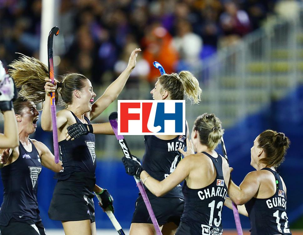 New Zealand, Auckland - 24/11/17  <br /> Sentinel Homes Women&rsquo;s Hockey World League Final<br /> Harbour Hockey Stadium<br /> Copyrigth: Worldsportpics, Rodrigo Jaramillo<br /> Match ID: 10310 - ENG-NZL<br /> Photo: (4) MERRY Olivia, (24) KEDDELL Rose celebraiting, (13) CHARLTON Samantha&nbsp;(C) (12) GUNSON Ella
