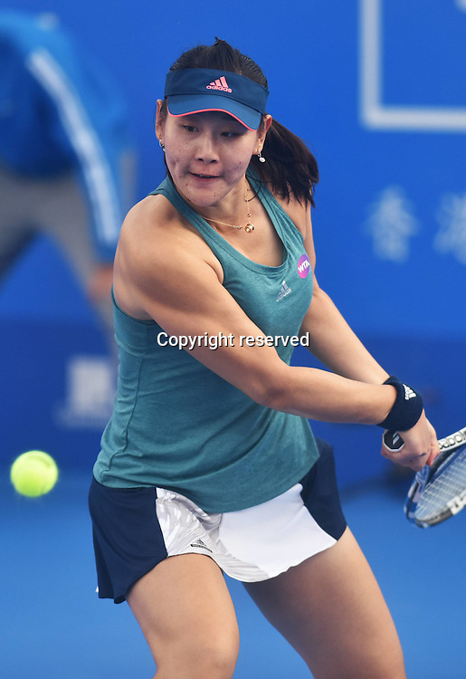 02.01.2017. Shenzen, China.  Duan Yingying of China returns a shot to Agnieszka Radwanska of Poland during the first round match of women s singles at the WTA Tennis Damen Shenzhen Open tennis tournament in Shenzhen, south Chinas  Guangdong Province, on Jan. 2, 2017.  Radwanska won 2-1.