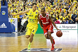 15.11.2015, Mercedes Benz Arena, Berlin, GER, Alba Berlin vs FC Bayern Muenchen, 4. Runde, im Bild Ismet Akpinar (#8, Alba Berlin), Alex Renfroe (#12, FC Bayern Muenchen) // during the Beko Basketball Bundes league 4th round match between Alba Berlin and FC Bayern Muenchen at the Mercedes Benz Arena in Berlin, Germany on 2015/11/15. EXPA Pictures © 2015, PhotoCredit: EXPA/ Eibner-Pressefoto/ Hundt<br /> <br /> *****ATTENTION - OUT of GER*****