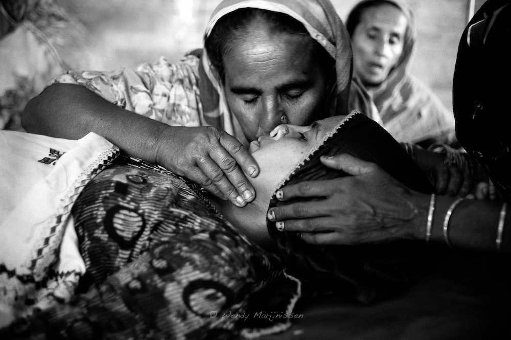 Rabia's mother Nazia gives her daughter a kiss before she is taken into the operating theatre to have her c-section. Thari Mirwah, Pakistan, 2010