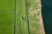 Nederland, Zuid-Holland, Zuid-Beijerland, 12-06-2009; Lichtopstand, kleine vuurtoren of licht aan het water van Vuile Gat (Haringvliet), omgeving Korendijk.Light beacon.Swart collectie, luchtfoto (25 procent toeslag); Swart Collection, aerial photo (additional fee required).foto Siebe Swart / photo Siebe Swart