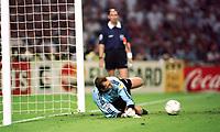 Fotball<br /> EM 1996<br /> Foto: Witters/Digitalsport<br /> NORWAY ONLY<br /> <br /> Tyskland v England 7:6 n.E.<br /> Andreas Köpke hält Elfmeter