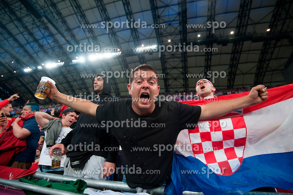 10.06.2012, Staedtisches Stadion, Posen, POL, UEFA EURO 2012, Irland vs Kroatien, Gruppe C, im Bild Kroatische Fans // during the UEFA Euro 2012 Group C Match between Ireland and Croatia at the Municipal Stadium Poznan, Poland on 2012/06/10. EXPA Pictures © 2012, PhotoCredit: EXPA/ Newspix/ Jakub Kaczmarczyk..***** ATTENTION - for AUT, SLO, CRO, SRB, SUI and SWE only *****