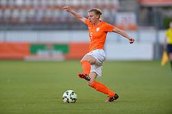20-05-2015 NED: Nederland - Estland vrouwen, Rotterdam<br /> Oefeninterland Nederlands vrouwenelftal tegen Estland. Dit is een 'uitzwaaiwedstrijd'; het is de laatste wedstrijd die de Nederlandse vrouwen spelen in Nederland, voorafgaand aan het WK damesvoetbal 2015 / Petra Hogewoning #5