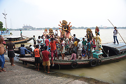October 9, 2018 - Kolkata, WEST BENGAL, India - Hindu people are carrying the idol of Devi Durga over River Ganges on the starting of Devi Paksha / Navratri at Kolkata , India ahead of the biggest festival of Durgapuja. (Credit Image: © Avishek Das/Pacific Press via ZUMA Wire)