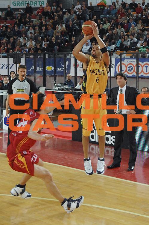 DESCRIZIONE : Roma Lega A1 2007-08 Lottomatica Virtus Roma Premiata Montegranaro<br /> GIOCATORE : Kiwane Garris<br /> SQUADRA : Premiata Montegranaro<br /> EVENTO : Campionato Lega A1 2007-2008 <br /> GARA : Lottomatica Virtus Roma Premiata Montegranaro<br /> DATA : 17/04/2008<br /> CATEGORIA : Tiro<br /> SPORT : Pallacanestro <br /> AUTORE : Agenzia Ciamillo-Castoria/E. Grillotti