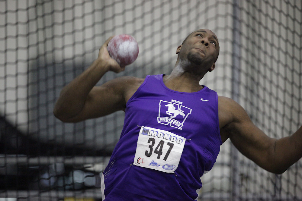Windsor, Ontario ---14/03/09--- Chris Greaves of  the University of Western Ontario competes in the shot put at the CIS track and field championships in Windsor, Ontario, March 14, 2009..GEOFF ROBINS Mundo Sport Images