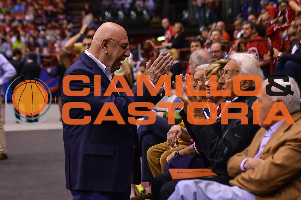 DESCRIZIONE : Milano Lega A 2014-15 EA7 Milano Banco di Sardegna Sassari<br /> GIOCATORE : galliani<br /> CATEGORIA : Curiosit&agrave;<br /> SQUADRA : <br /> EVENTO : PlayOff semifinale Gara 2 Lega A 2014-2015 <br /> GARA : EA7 Milano Banco di Sardegna Sassari<br /> DATA : 31/05/2015<br /> SPORT : Pallacanestro<br /> AUTORE : Agenzia Ciamillo-Castoria/M.Ozbot<br /> Galleria : Lega Basket A 2014-2015 <br /> Fotonotizia: Milano Lega A 2014-15 EA7 Milano Banco di Sardegna Sassari