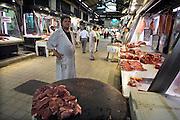 Griekenland, Athene, 5-7-2008Een slager op de centrale overdekte markt waar vis en vlees verhandeld worden.Foto: Flip Franssen