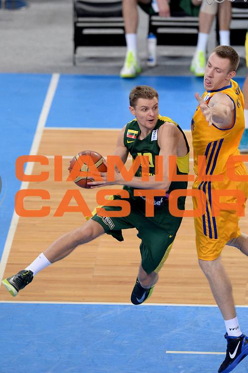 DESCRIZIONE : Lubiana Ljubliana Slovenia Eurobasket Men 2013 Second Round Lituania Ucraina Lithuania Ukraine<br /> GIOCATORE : Renaldas Seibutis<br /> CATEGORIA : Penetrazione<br /> SQUADRA : Lituania Lithuania<br /> EVENTO : Eurobasket Men 2013<br /> GARA : Lituania Ucraina Lithuania Ukraine<br /> DATA : 15/09/2013 <br /> SPORT : Pallacanestro <br /> AUTORE : Agenzia Ciamillo-Castoria/Max.Ceretti<br /> Galleria : Eurobasket Men 2013<br /> Fotonotizia : Lubiana Ljubliana Slovenia Eurobasket Men 2013 Second Round Lituania Ucraina Lithuania Ukraine<br /> Predefinita :