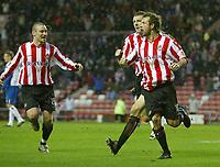 Fotball<br /> FA Cup England 2004/2005<br /> 3. runde<br /> 08.01.2005<br /> Foto: SBI/Digitalsport<br /> NORWAY ONLY<br /> <br /> Sunderland v Crystal Palace<br /> <br /> Sunderland's Marcus Stewart (R), Stephen Elliott (L) and Neill Collins (C) celebrate the equaliser scored by Andy Welsh