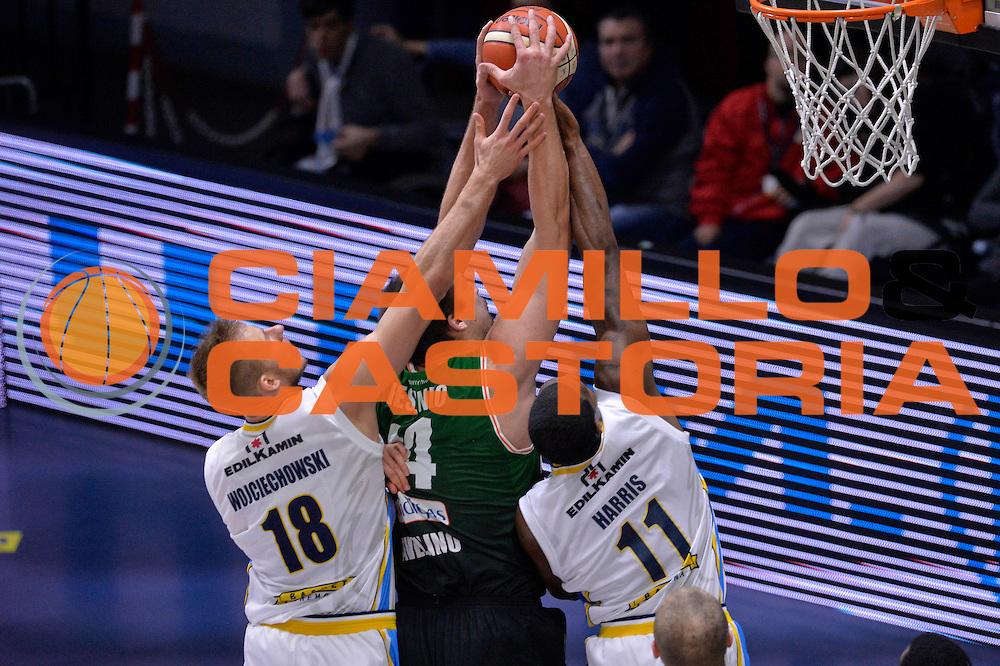 Kyrylo Fesenko, Jakub Wojciechovski, Paul Harris<br /> Vanoli Cremona - Sidigas Avellino<br /> Lega Basket Serie A 2016/2017<br /> Cremona, 18/12/2016<br /> Foto Ciamillo-Castoria