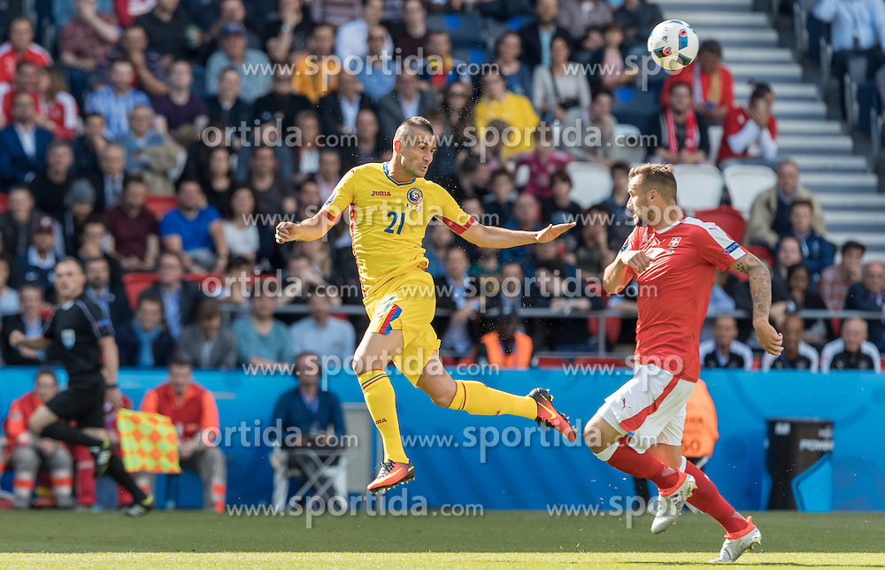 15.06.2016, Parc de Princes, Paris, FRA, UEFA Euro, Frankreich, Rumaenien vs Schweiz, Gruppe A, im Bild Dragos Grigore (ROU), Haris Seferovic (SUI) // Dragos Grigore (ROU) Haris Seferovic (SUI) during Group A match between Romania and Switzerland of the UEFA EURO 2016 France at the Parc de Princes in Paris, France on 2016/06/15. EXPA Pictures © 2016, PhotoCredit: EXPA/ JFK