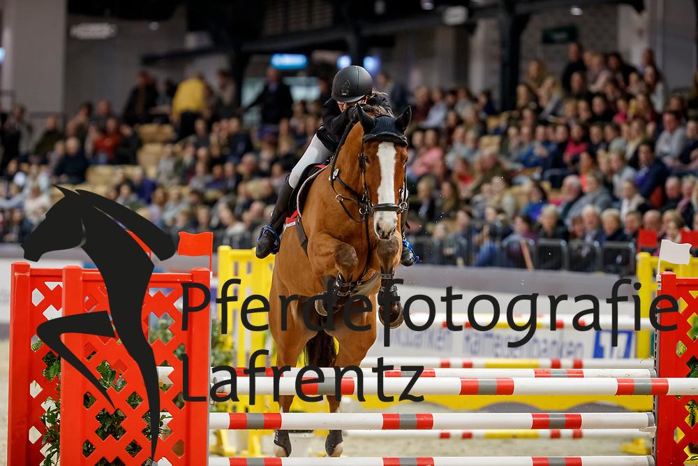 CASTAGNET Claire (GER), Quasido<br /> Neumünster - VR Classics 2018<br /> Mannschaftsspringen Holsteiner Masters Jugend Team Cup<br /> © www.sportfotos-lafrentz.de/Stefan Lafrentz