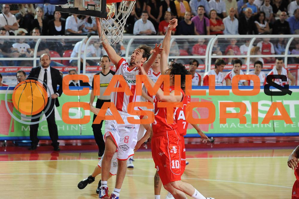 DESCRIZIONE : Teramo Lega A 2008-09 Playoff Quarti di finale Gara 1 Bancatercas Teramo Armani Jeans Milano<br /> GIOCATORE : Giuseppe Poeta<br /> SQUADRA : Bancatercas Teramo<br /> EVENTO : Campionato Lega A 2008-2009 <br /> GARA : Bancatercas Teramo Armani Jeans Milano<br /> DATA : 18/05/2009<br /> CATEGORIA : tiro<br /> SPORT : Pallacanestro <br /> AUTORE : Agenzia Ciamillo-Castoria/M.Marchi