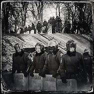 © Benjamin Girette / IP3 press : Kiev le 27 Janvier 2014 : Des policiers (cadets au premier plan) accompagnés des Forces spéciales (Berkut) bloquent l'accès a la rue Mykhaila Hrushevs'koho au niveau de l'entrée du stade Dynamo.