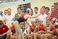 07-05-2014 : WATERPOLO : ZVL - GZC DONK : LEIDEN<br /> <br /> Iefke van Belkum van ZVL feliciteert haar bank met de overwinning<br /> Play-offs Eredivisie Dames - Seizoen 2013/2014<br /> <br /> Foto: Gertjan Kooij