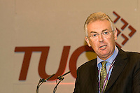 Steve Sinnott, NUT General Secretary, speaking at the TUC, Brighton 2007...© Martin Jenkinson, tel 0114 258 6808 mobile 07831 189363 email martin@pressphotos.co.uk. Copyright Designs & Patents Act 1988, moral rights asserted credit required. No part of this photo to be stored, reproduced, manipulated or transmitted to third parties by any means without prior written permission