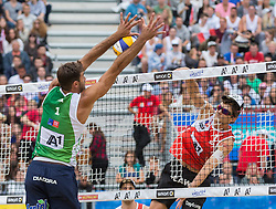 30.07.2015, Strandbad, Klagenfurt, AUT, A1 Beachvolleyball EM 2015, im Bild links vorne Alex Ranghieri 1 ITA, rechts Robin Seidl 1 AUT // during of the A1 Beachvolleyball European Championship at the Strandbad Klagenfurt, Austria on 2015/07/30. EXPA Pictures © 2015, EXPA Pictures © 2015, PhotoCredit: EXPA/ Mag. Gert Steinthaler