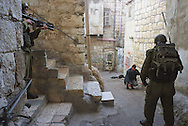 Photo:Nadav Neuhaus..Beet-Lehem .Checking a suspect  Israeli army