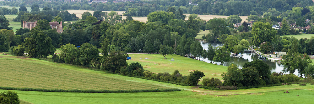 Overlooking the River Thames from the Chiltern Hills in summer, Oxfordshire, Uk - Summer