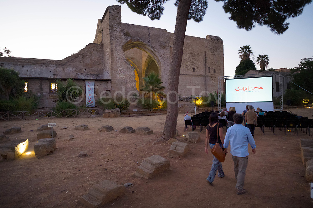 Sole e Luna is a documentary festival taking place in the convent of Santa Mara dello Spasimo dating to the sixteenth century and now home to an important jazz club as well as a center of cultural initiatives also involved in the initiatives of the capital of culture