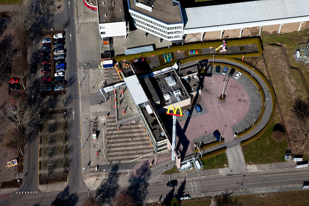 Nederland, Limburg, Maastricht, 07-03-2010; hamburger restaurant McDonald's met McDrive.luchtfoto (toeslag), aerial photo (additional fee required);.foto/photo Siebe Swart