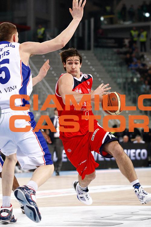 DESCRIZIONE : Torino Coppa Italia Final Eight 2011 Quarti di Finale Bennet Cantu Angelico Biella<br /> GIOCATORE : Riccardo Moraschini<br /> SQUADRA : Angelico Biella<br /> EVENTO : Agos Ducato Basket Coppa Italia Final Eight 2011<br /> GARA : Bennet Cantu Angelico Biella<br /> DATA : 11/02/2011<br /> CATEGORIA : palleggio<br /> SPORT : Pallacanestro<br /> AUTORE : Agenzia Ciamillo-Castoria/ElioCastoria<br /> Galleria : Final Eight Coppa Italia 2011<br /> Fotonotizia : Torino Coppa Italia Final Eight 2011 Quarti di Finale Bennet Cantu Angelico Biella<br /> Predefinita :