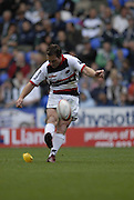 Reading, GREAT BRITAIN, Saracens, Glenn JACKSON,  scoring a penalty, during the EDF Energy Cup, rugby match, London Irish vs Saracens at the Madejski  Stadium, ENGLAND, 30/09/2006. [Photo, Peter Spurrier/Intersport-images]..
