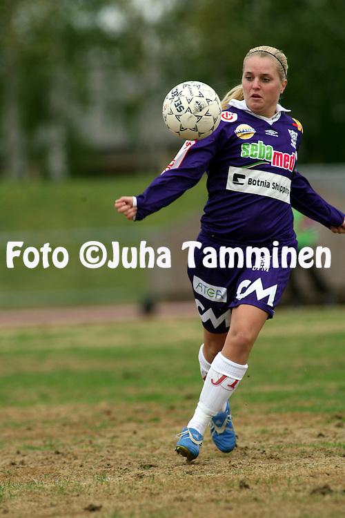 25.05.2006, Kerttula, Raisio, Finland..Naisten SM-sarja 2006.Sporting Club Raisio - FC United Pietarsaari.Katri Nokso-Koivisto - United.©Juha Tamminen.....ARK:k