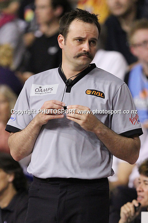 Referee Dallas Pickering. ANBL, New Zealand Breakers v Cairns Taipans, North Shore Events Centre, Auckland, New Zealand. Thursday 26th November 2009. Photo: Anthony Au-Yeung/PHOTOSPORT