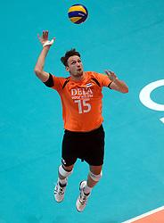 08-06-2013 VOLLEYBAL: WORLD LEAGUE NEDERLANDS - JAPAN: APELDOORN<br /> Nederland wint met 3-1 van Japan / Thomas Koelewijn<br /> &copy;2013-FotoHoogendoorn.nl