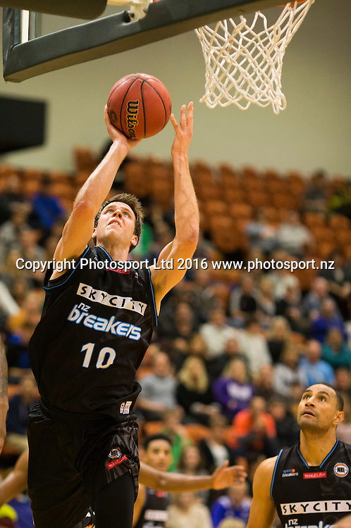 Breaker's Thomas Abercrombie under the basket. NBL Preseason basketball, NZ Breakers v Brisbane Bullets, PG Arena, Napier, New Zealand. Thursday 16 September, 2016. Copyright photo: John Cowpland / www.photosport.nz