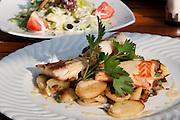 Hamburger Pannfisch, Essen, Spezialitaet, Vorspeise, Hamburg, Deutschland.|.Hamburger Pannfisch (fried fish with fried potatoes), food, speciality, Hamburg, Germany.