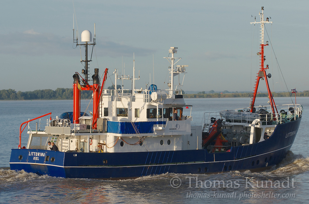 Die LITTORINA verlässt Hamburg bei ihrem einzigen Besuch im Jahre 2012 am 23.09. am frühen Morgen.