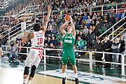 DESCRIZIONE : Avellino Lega A 2015-16 Play Off Gara 1 Sidigas Avellino Giorgio Tesi Group Pistoia <br /> GIOCATORE : Giovanni Severini<br /> CATEGORIA : tiro tre punti<br /> SQUADRA : Sidigas Avellino <br /> EVENTO : Campionato Lega A 2015-2016 <br /> GARA : Sidigas Avellino Giorgio Tesi Group Pistoia<br /> DATA : 07/05/2016<br /> SPORT : Pallacanestro <br /> AUTORE : Agenzia Ciamillo-Castoria/A. De Lise <br /> Galleria : Lega Basket A 2015-2016 <br /> Fotonotizia : Avellino Lega A 2015-16 Play Off Gara 1 Sidigas Avellino Giorgio Tesi Group Pistoia