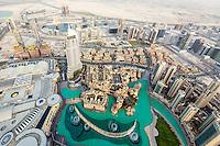 Atemberaubender Blick auf die höchsten Wolkenkratzer in Downtown Dubai vom At the Top, Burj Khalifa
