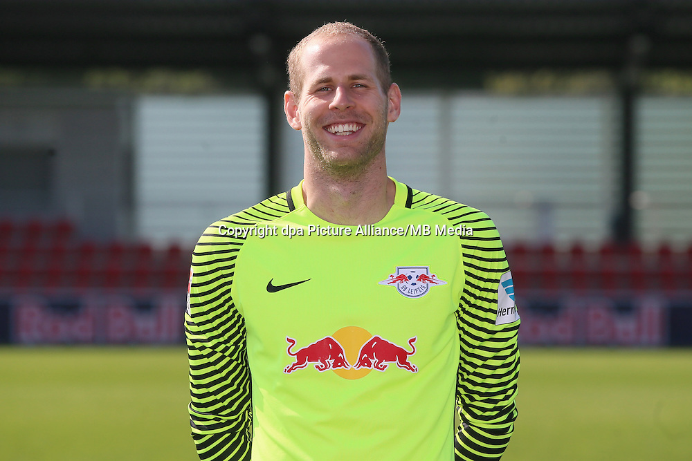 HANDOUT - 1. DFL, 1. Deutsche Bundesliga, RasenBallsport Leipzig, team photo shooting. Image shows Peter Gulacsi (RB Leipzig). Photo: GEPA pictures/ Roger Petzsche - For editorial use only. Image is free of charge. |