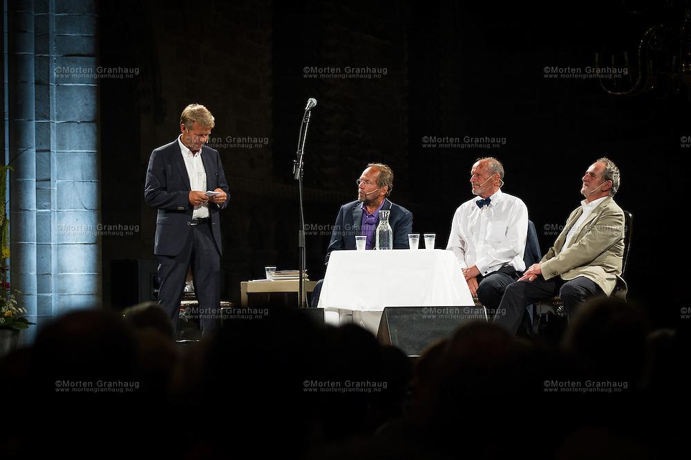 N&aring; er det aftenstund: en samtale om livet, troen og d&oslash;den, Nidarosdomen - l&oslash;rdag 27. juli 2013.<br /> Samtalen i Nidarosdomen ble ledet av presten Per Arne Dahl. Han inviterte lege og vinner av Fritt Ords pris 2013 Per Fugelli, forfatter Jon Michelet og Ole Paus til &aring; snakke om de store eksistensielle temaene.<br /> Ole Paus sto for de musikalske innslagene.