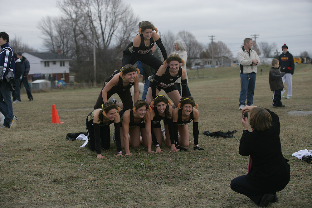 (Kingston, Ontario -- 14 Nov 2009) The University of Manitoba Bisons women's cross country team celebrates their 7th place finish with style at the 2009 Canadian Interuniversity Sport CIS Cross Country Championships at Forth Henry Hill in Kingston Ontario. Photograph copyright Sean Burges / Mundo Sport Images, 2009.