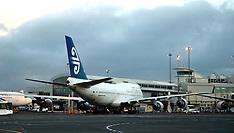 Auckland-Air New Zealand's last B747 makes final landing