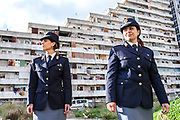 21 Novembre 2017, Scampia Italia - Le Ispettrici Capo di Polizia Carmela Serrone e Veronica Quaranta alle vele di Scampia alla periferia di Napoli.