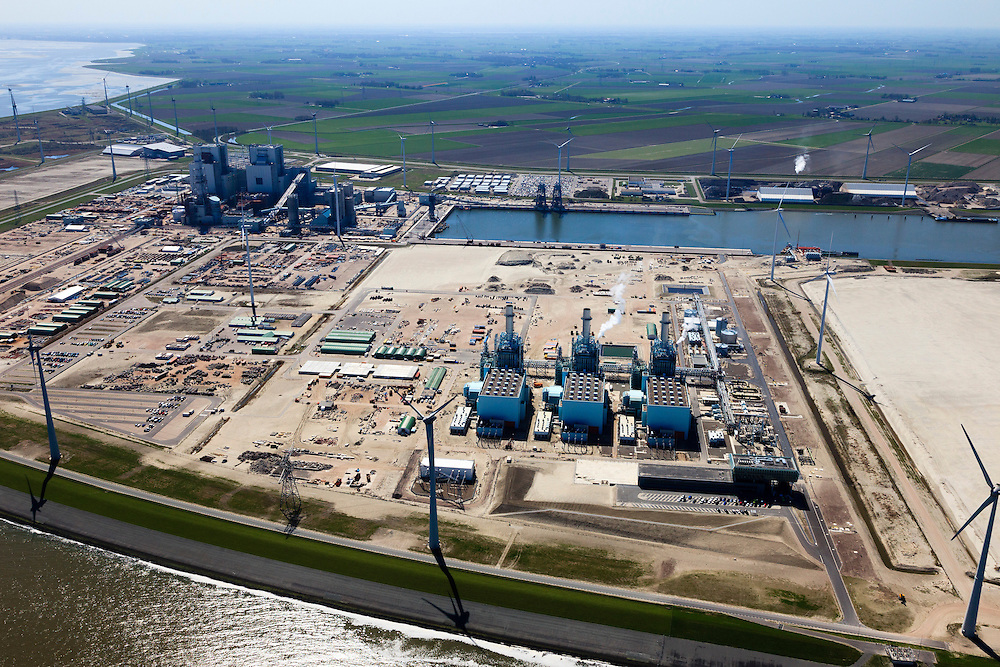 Nederland, Groningen, Eemshaven, 01-05-2013;.Elektricitieitscentrale van Nuon,  Magnum multi-fuel in de voorgrond,  rechts in de achtergrond de Essent RWE-kolencentrale in aanbouw. In de verre  achtergrond de Eemscentrale. .Nuon's Magnum multi-fuel power plant in the foreground, in the background right the Essent RWE coal power plant under construction. In the far background the Electrabel Eems power plant..luchtfoto (toeslag op standard tarieven).aerial photo (additional fee required).copyright foto/photo Siebe Swart
