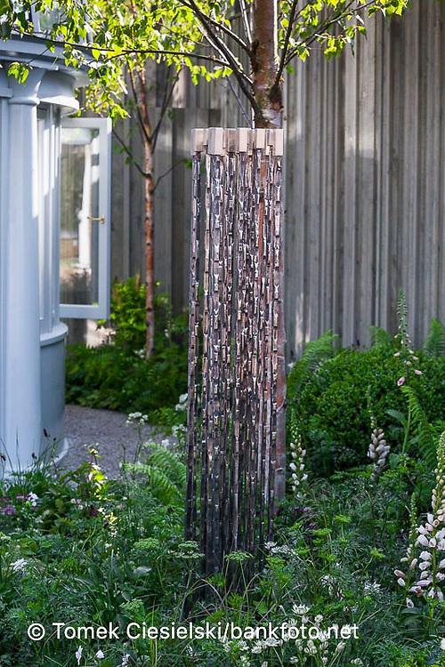 Modern metal decorative element