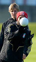 LIVERPOOL, ENGLAND - Monday, November 3, 2008: Liverpool's Jermaine Pennant and Fernando Torres during training at Melwood ahead of the UEFA Champions League Group D match against Club Atletico de Madrid. (Photo by David Rawcliffe/Propaganda)