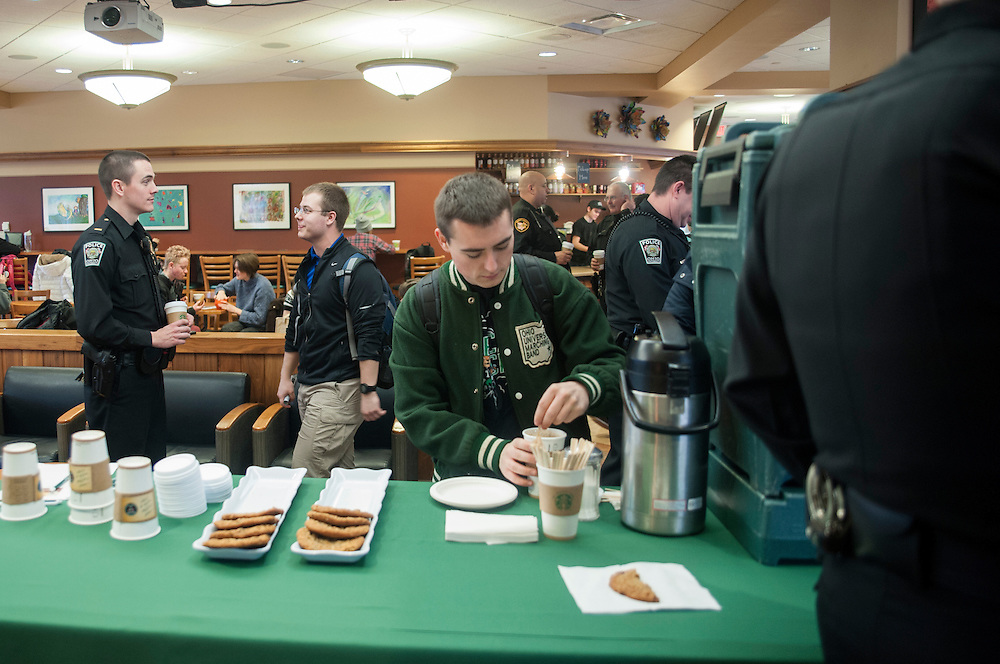 "Sophomore Jason Wollmann gets coffee while Lieutenant Tim Ryan speaks with junior Daniel Parsons in The Front Room Coffee House on Thursday, January 22 for ""Coffee with a Cop."" The event encouraged members of the commuity to spend time getting aquainted with law enforcement officials."