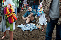 JEROME A. POLLOS/Press..Dale Nelson removes sand from his feet before putting on his socks in the midst of hundreds of people on Sanders Beach.