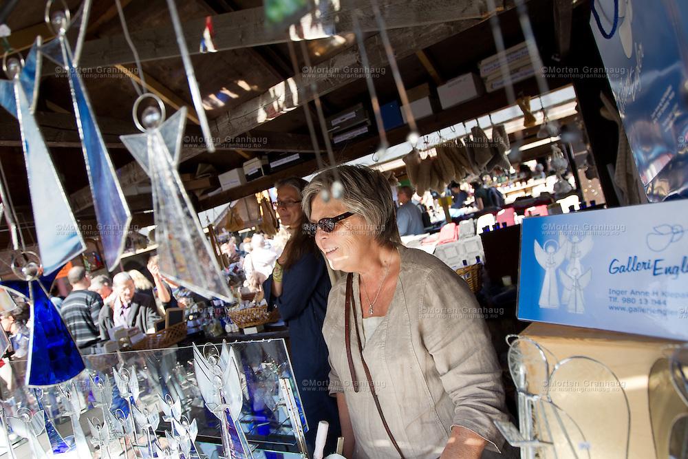 Fra historisk marked, Olavsfestdagene 2011...Inger Anne H Klepaker fra Larvik driver Galleri Engler. Hun lager engler av glass og tinn, og har vært med på Olavsfestdagene siden 2005.