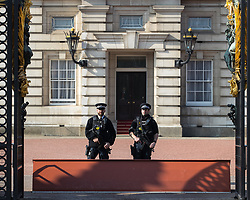 © Licensed to London News Pictures . 28/03/2017 . London , UK . Armed police at the gates to Buckingham Palace in Westminster . Photo credit: Joel Goodman/LNP