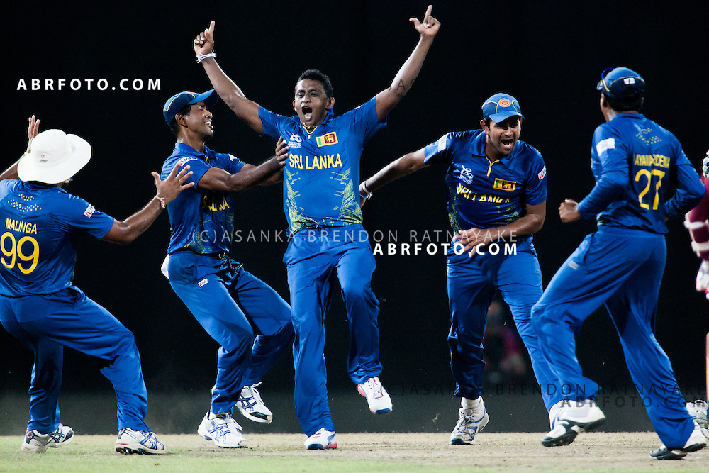 Sri Lankan Ajantha Mendis & teammates celebrate after getting the prized wicket of Chris Gayle during the World T20 Cricket Mens Final match between Sri Lanka Vs West Indies at the R Premadasa International Cricket Stadium, Colombo. Photo credit : Asanka Brendon Ratnayake